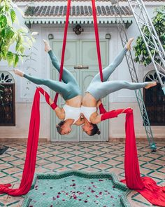Last chance to join us on an aerial adventure in 2019 ❤️❤️❤️ all the details for the Marrakech Escape this September at… Aerial Dance, Aerial Hoop, Aerial Arts, Aerial Silks, Dance Photos, Chiaroscuro, Dance Art, Pose Reference, Marrakech