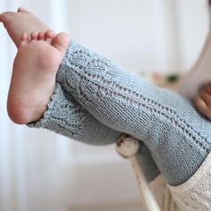 Baby Knitting Patterns Pattern for Paelas Tights is now available in English at pae…Ravelry: c Hello Kitten Pants pattern by DROPS design Knitting For Kids, Baby Knitting Patterns, Baby Patterns, Free Knitting, Knit Baby Pants, Knitted Baby Clothes, Crochet Baby, Knit Crochet, Baby Tights