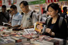 Livros de mais de 30 escritores sinceros são proibidos na China | #Censura, #China, #Comunismo, #LiberdadeDeExpressão, #LuChen, #Proibição, #YuYingshih, #ZhangQianfan, #ZhengShiping