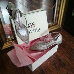 Φλατ Μυτερά νυφικά παπούτσια με στρας και διαφάνεια φιλτιρε Handmade Wedding, Wedding Shoes, Flats, Sneakers, Fashion, Bhs Wedding Shoes, Loafers & Slip Ons, Tennis, Moda