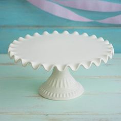 Cake Dessert Stand 14 in Wide Ruffled Ceramic Cream ** You can find more details by visiting the image link. Dessert Stand, Ceramic Pottery, Ceramic Art, Ceramic Plates, Cake Pedestal, Vintage Cake Stands, Cake And Cupcake Stand, Pottery Tools, Plate Stands