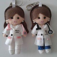 Médica e Fisioterapeuta em feltro - Chaveiros ou enfeites de carros #medicine #medico #medicos #cheveirosdefeltro #lembrancinha #fisioterapia #fisioterapia #fisioterapeuta #saude #saúde #personalized #personalizados