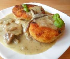Kotlety ziemniaczane w sosie grzybowym - PrzyslijPrzepis.pl Cheeseburger Chowder, Good Food, Yummy Food, Soup, Meat, Chicken, Cooking, Kitchens, Kitchen