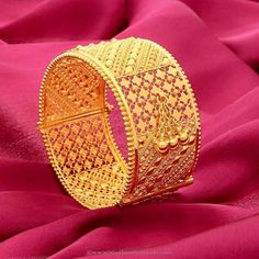 21 Latest Bangle Images That Will Leave You Awestruck! Looking for latest bangle images? Here are our picks of 21 mind blowing bangle designs that would look good on any dress. Kids Gold Jewellery, Gold Jewellery Design, Gold Jewelry, Designer Jewellery, Fine Jewelry, Wedding Jewelry, Manubhai Jewellers, Gold Bangles Design, Bridal Bangles