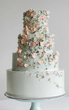Super pretty floral painting on these wedding cakes floral painted wedding cake, hand painted wedding cakes, hand painted cakes, watercolor cake painti Wedding Cake Photos, Floral Wedding Cakes, Unique Wedding Cakes, Floral Cake, Wedding Cake Designs, Diy Wedding Cake, Purple Wedding, Spring Wedding, Gold Wedding
