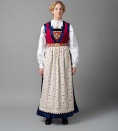 fana bunad (morsslekten til farmor) Scandinavian, Costumes, Beauty, Norway, Patterns, Ideas, Fashion, Traditional Dresses, Folklore