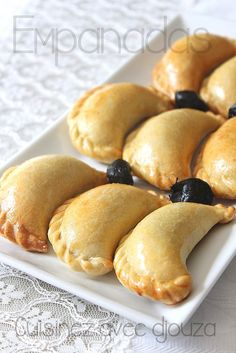 Empanada recipe (chicken and pepper turnovers) - Empanadas (chicken and pepper) recipe Mexican Dinner Recipes, Cuban Recipes, Vegetarian Recipes Dinner, Sauteed Zucchini Recipes, Chicken Empanadas, Chicken Chorizo, Food Porn, Football Food, Food And Drink