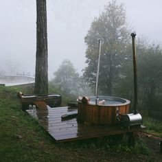 We built this wood-burning hot tub out of a 390 gallon stock tank and two Chofu stoves. It takes two to three hours to heat up. I'm putting a section together in the book with a material lists and diagrams to help make one of your own. Link in my profil Outdoor Bathtub, Outdoor Bathrooms, White Bathrooms, Luxury Bathrooms, Master Bathrooms, Dream Bathrooms, Spa Design, Ideas Cabaña, Foster Huntington