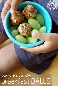 Balls An easy and healthy breakfast idea for families on the go - breakfast balls!An easy and healthy breakfast idea for families on the go - breakfast balls! Back To School Breakfast, Easy To Make Breakfast, Breakfast Bake, Breakfast Recipes, Nutritious Breakfast, Breakfast Energy, Healthy Breakfast On The Go For Kids, Easy Kid Breakfast Ideas, Breakfast Casserole