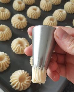Tiny cookies 250 g margarine or butter Half a glass of oil 1 . Biscuit Cookies, Yummy Cookies, Cookie Recipes, Dessert Recipes, Turkey Cake, Cookie Press, Arabic Sweets, Italian Cookies, Turkish Recipes