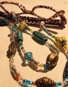 mary ann moss - beaded eyeglass chain - now i want reading glasses! Diy Glasses, Eyeglass Holder, Necklace Holder, Wire Pendant, Beaded Jewelry, Boho, Chain, Beads, Reading Glasses