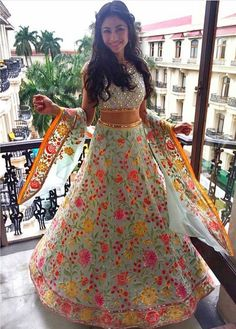 designer sarees ,indian sari ,bollywood saris and lehenga choli sets. punjabi suits patiala salwars sets bridal lehenga and sarees. Dress lined inside. Bollywood Party, Bollywood Wedding, Indian Dresses, Indian Outfits, Indian Clothes, Party Kleidung, Lehenga Style, Lehenga Choli Online, Sonam Kapoor