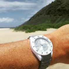 Who is up for a few laps in the gnarly surf at Makaha beach with EA watch?⌚ #uigwatch #largegermanwatches #watch #swimming #swimlife #surf #surfing #makaha #beach #hawaii #oahu #gnarly #watchporn #watchaddict #watchoftheday #mensstyle #mensfashionstyle #menstuff #mensfashion #menstyleguide #montre #montredesign #armbanduhr #uhren #reloj #relojes #orlogi #fashionwatch #pacificocean #beautifulhawaii