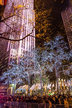 Rockefeller Plaza NYZ. 13 magical things to do in New York at Christmas. #NYC #NewYorkCity #NY