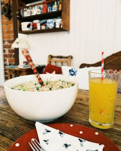 Minäkö keski-ikäinen?: Tonnikalapastasalaattia ja omenapiirakkaa ja lukij...