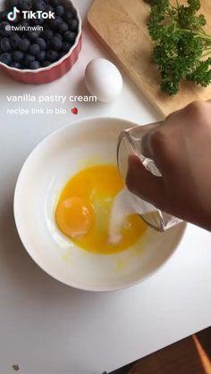 Easy Snacks, Easy Healthy Recipes, Sweet Recipes, Healthy Snacks, Vanilla Pastry Cream Recipe, Baking Party, Shortcrust Pastry, No Cook Meals, Dessert Recipes
