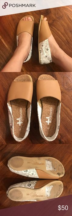 Super light slip ons Cork and leather makes this shoe super lightweight. Otz Shoes Shoes Flats & Loafers
