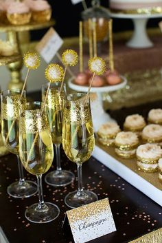 White and Gold Wedding. Champagne Serving Idea