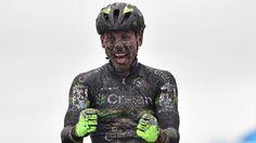 In een beklijvend duel met Wout Van Aert toonde Sven Nys zich zondag de sterkste in de wereldbekercross van Koksijde met een ultieme versnelling in de slotmeters. Zaterdag won hij ook al in Hasselt.