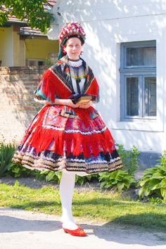 Sárközi Népviselet - Dunántúl Folklore, Costumes Around The World, Folk Clothing, Hungarian Embroidery, Folk Dance, Folk Costume, Traditional Dresses, Formal Wear, First World