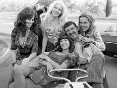 Archie Campbell and the Hee Haw girls