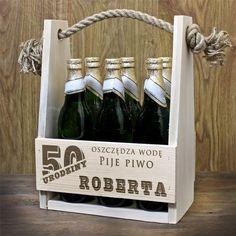 Grawerowana skrzynka na piwo jako prezent na 50 urodziny Wood Design, Wine Rack, Decoupage, Most Beautiful Pictures, Perfume, Day, Gifts, Asia, Gift Ideas