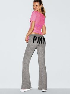 I love the style but hate the pink in the butt Stylish Dresses, Stylish Outfits, Fashion Outfits, Womens Fashion, Fashion Ideas, Victoria Secret Sweatpants, Victoria Secret Outfits, Pink Outfits, Cute Outfits
