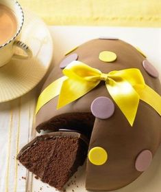 Find fun and easy DIY Easter party ideas for decorating party tables and homes. Easter treats ideas with Easter eggs and Easter bunny theme Tesco Easter Eggs, Easter Egg Cake, Easter Party, Easter Food, Cupcakes, Cupcake Cakes, Holiday Cakes, Holiday Treats, Chocolate Easter Cake