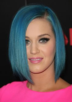 I love Katy's hair cut! The color just fits her... Me not so much. But the cut is so cute!!
