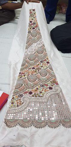 Hand Embroidery Design Patterns, Kurti Embroidery Design, Hand Work Embroidery, Couture Embroidery, Flower Embroidery Designs, Embroidery Fashion, Pakistani Fancy Dresses, Asian Bridal Dresses, Zardozi Embroidery