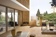 Im Retro-Look präsentiert sich diese Terrasse. Mit einer Feuerstelle ausgestattet, können hier auch kühlere Abende unter freiem Himmel verbracht werden.