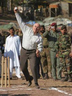 So-called cricket tragic Aussie PM John Howard embarrasses himself.