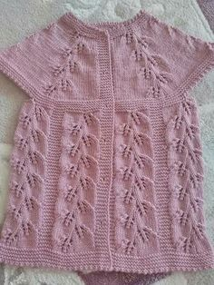 Hand knitted children's vest models «handwork home, baby kn Easy Knitting Patterns, Knitting For Kids, Knitting Designs, Knitting Stitches, Baby Knitting, Crochet Baby, Stitch Patterns, Baby Pullover, Baby Cardigan