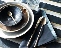 Handgemachtes Porzellan, schöne Tischwäsche