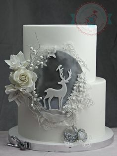This cake made me think of pure nature. Wildness snow and of course elegance. This cake made me think of pure nature. Wildness snow and of course elegance. Christmas Themed Cake, Christmas Cake Designs, Christmas Cake Decorations, Christmas Cupcakes, Holiday Cakes, Xmas Cakes, Crazy Cakes, Fondant Cakes, Cupcake Cakes