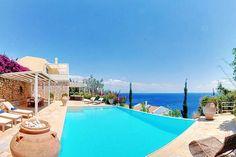 Description: Ruime luxe villa's met privé zwembad 4 of 5 slaapkamers en een eigen strand voor de deur. Rust ruimte en ook nog eenjacuzzi om optimaal te ontspannen. Vakantie vieren in luxe villa met privé zwembad Wie met zo een prestigueuze naam aan komt draven die belooft wat. En de Corfu Luxury Villas gelukkig maar die lossen heel wat beloftes in. Drie villas: Villa Bianca Villa Blue en Villa Rossa telkens een beetje anders ingericht volgens het kleurtje dat ze toebedeeld kregen. Maar in…