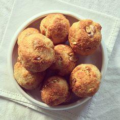Petits pains de tapioca au fromage & noix