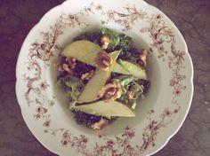 Grönkål med fänkål, päron och valnötter
