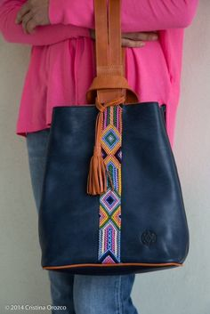 Leather Purses, Leather Bag, Postman Bag, Jad, Sewing Leather, Womens Purses, Purses And Handbags, Fashion Bags, Giraffe Toy