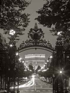 There's nothing like some black and white photography of Paris to lift my spirits!