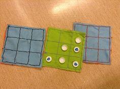 Ristinolla/jätkänshakki pelialusta, joka toimii myös pelinappuloiden säilytyspussina. Pelinappulat maitopurkin korkeista.