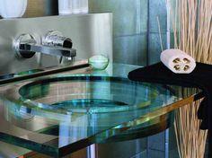 Vasque en verre de salle de bain / Glass bathroom basin : http://www.maison-deco.com/salle-de-bains/meubles-objets-salle-de-bains/La-ronde-des-vasques