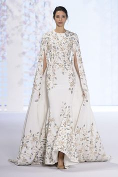 Ralph & Russo Spring 2016 at Haute Couture Week Couture Week, Style Couture, Couture Fashion, Runway Fashion, Paris Fashion, Luxury Fashion, Couture Dresses, Fashion Dresses, Ralph Et Russo