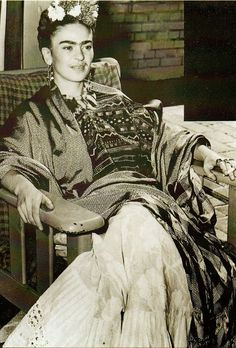 A somewhat rare smiling Frida (at least in photos) 40 Vintage Photos of Frida Kahlo To Get Lost In Today