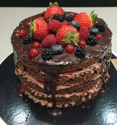 tarta de chocolata con trufa y frutos rojos
