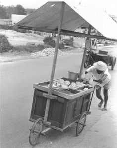 Street vendor - Serangoon Gardens in the old days.  THE LIBYAN Esther Kofod www.estherkofod.com