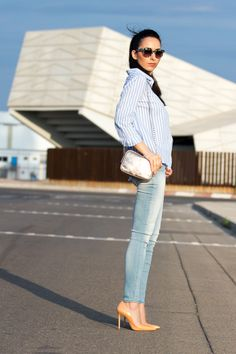 Look con Camisa de rayas y Jeans color azul claro modelo Marcelle de MELTIN' POT
