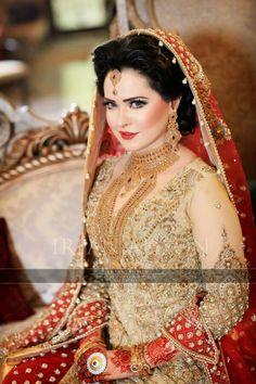 Pakistani Bride love her jewellery Pakistani Bridal Makeup, Pakistani Wedding Dresses, Bridal Wedding Dresses, Bridal Outfits, Wedding Wear, Bridal Style, Wedding Ring, Indian Wedding Bride, Desi Bride