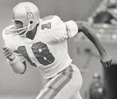 Sport Football, Football Players, Football Helmets, Nfl Photos, Houston Oilers, Football Hall Of Fame, Tight End, Sports Wallpapers, Wide Receiver