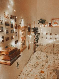 Cute Bedroom Decor, Bedroom Decor For Teen Girls, Room Ideas Bedroom, Teen Room Decor, Small Room Bedroom, Bedroom Inspo, Bedroom Inspiration, Bedroom Wall, Wall Decor